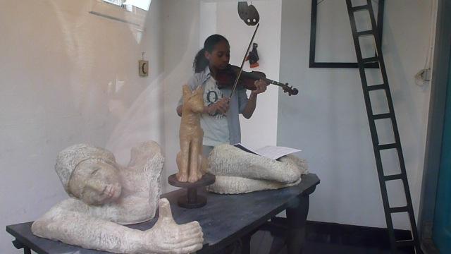 """Van 18 mei 2013 tot 6 juni 2013 Tentoonstelling """" Slapende Muze"""" van beeldend kunstenaar Piet van de Kar"""